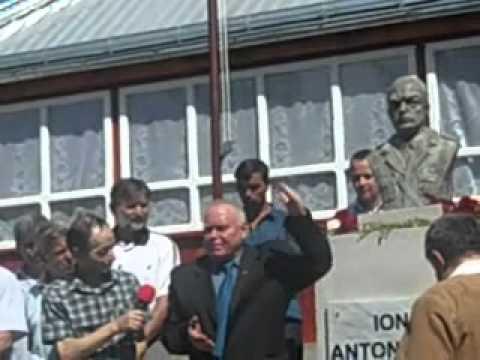 Bustul lui Antonescu dezvelit în curtea casei unui fost director PDL