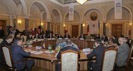 NO COMMENT ! FOTO DE LA INTALNIREA KOZHARA – LAVROV, IN SALA UNDE S-A SEMNAT UNIREA BUCOVINEI CU ROMANIA (Cernauti 13-14 ian. 2012)