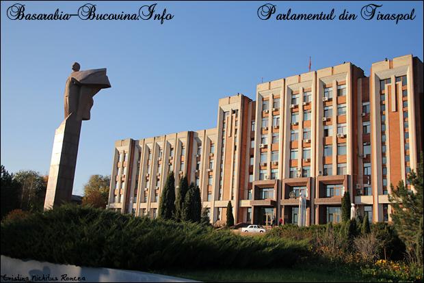 Statuia lui Lenin si Parlamentul din Tiraspol. CRISTINA NICHITUS