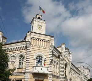 Primaria Chișinău cu drapelul in bernă - 16 mai 2013