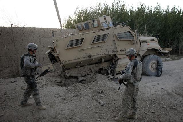 militar-roman-grav-ranit-in-urma-unei-explozii-in-afganistan-11520712