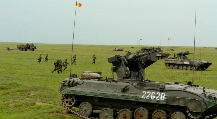 Ample manevre, exerciții și aplicații ale Armatei Române în ultima perioadă (2013) undeva în România… IMAGINI