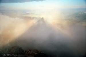 Piramida Holografica vazuta de pe Varful Toaca - Muntii Ceahlau (Foto de Mihai Marin)