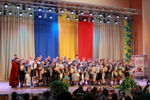 Cernauti, noiembrie 2013 - Premianti ai folclorului romanesc