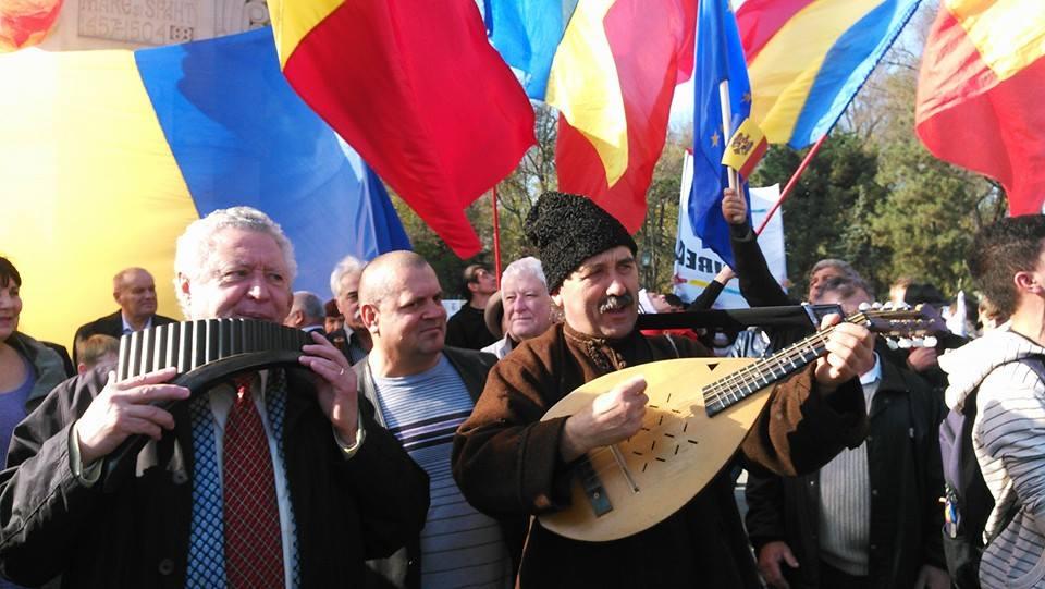 Steaguri_tricolore_Chisinau_1