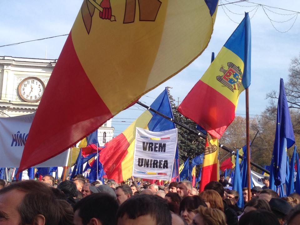 Steaguri_tricolore_Chisinau_2