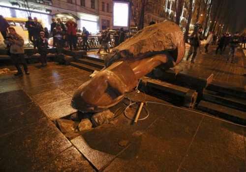 NO COMMENT – FOTO: LENIN …fărâmat la KIEV, decapitat la ODESA