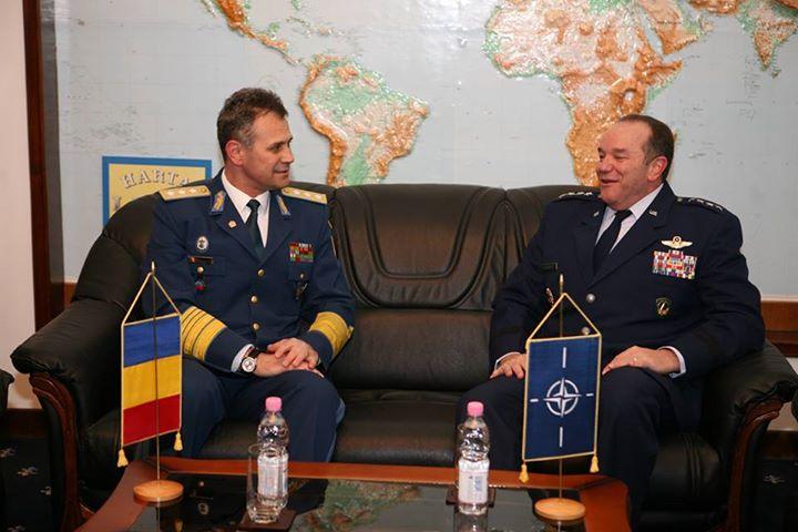 Comandantului Suprem al Forțelor Aliate din Europa, Philip M. Breedlove cu șefului Statului Major General, general-locotenent Ștefan Dănilă