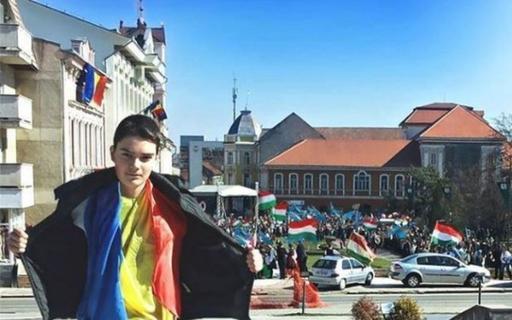 baiatul cu tricolor de ziua ungurilor
