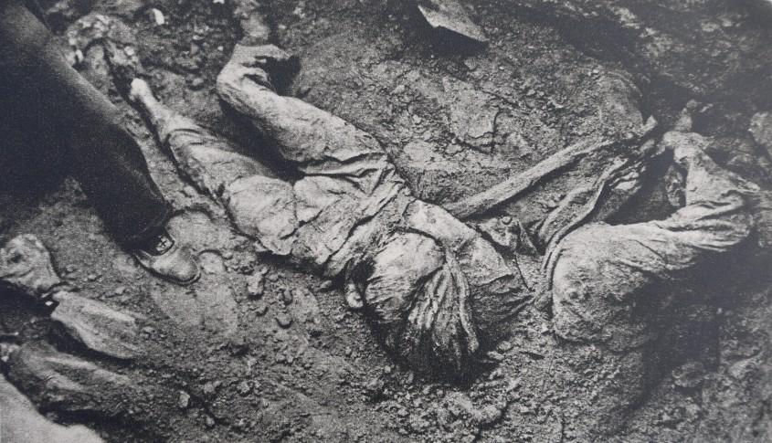 Rom+óni basarabeni care au fost uci+či +«n pivni+úele N.K.W.D.-ului din Chi+čin¦âu 01
