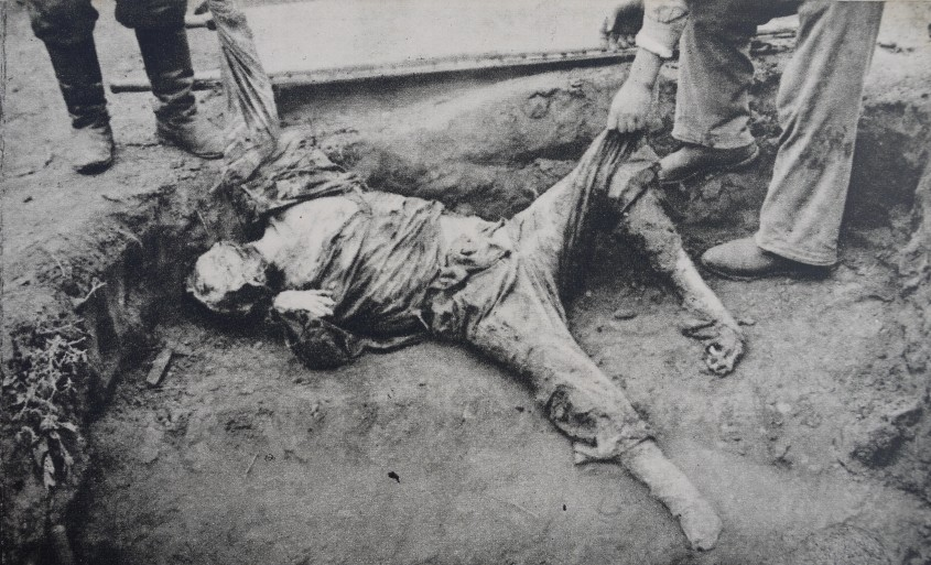 Rom+óni basarabeni care au fost uci+či +«n pivni+úele N.K.W.D.-ului din Chi+čin¦âu 05