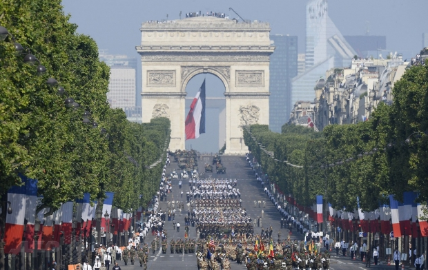 armata-romana-defileaza-la-Paris-de-ziua-Frantei (5)