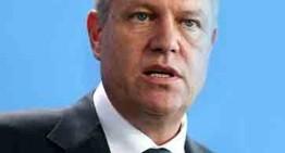 "Klaus Iohannis l-a desmnat pe Mihai Tudose (PSD) ca viitor premier. Iohannis si-a motivat decizia spunand ca Romania e in criza politica, iar aceasta criza ""dauneaza grav Romaniei"""