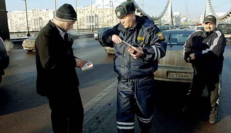 """""""Amenințarea rusă"""", de Laura Ilica (Un teribil jurnal de călătorie, căre dezvăluie Rusia, de zi cu zi)"""