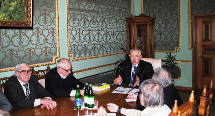 Președintele Administrației Regionale de Stat Cernăuți s-a întâlnit cu reprezentanții etnicilor români
