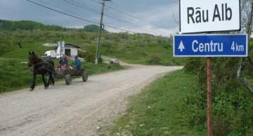 Semnal! Râul Alb din Munții Retezat cade pradă unor interese private
