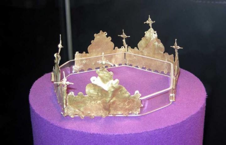 Diadema princiara de nunta cu 7 lobi. Aur. An ca. 1250. Goranu. Jud. Vîlcea. România