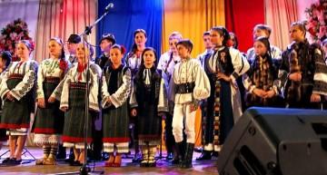 """Moment de mare semnificație la Cernăuți. S-a cântat și s-a jucat românește, grație lui Iurie Levcic și Festivalului  Internațional de Folclor Românesc """"ÎN GRĂDINA CU FLORI MULTE"""""""
