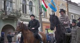 József Kulcsár-Terza, preşedintele organizaţiei Trei Scaune a Partidului Civic Maghiar a depus la Parlament proiectul de autonomie a Ţinutului Secuiesc