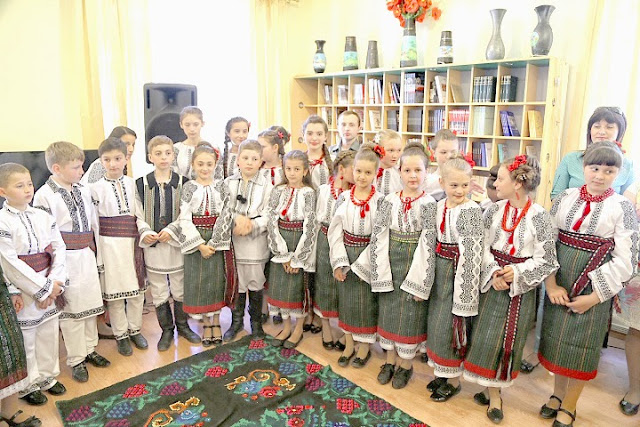 copii_români_scoala_populară_de_arte_Cernauti