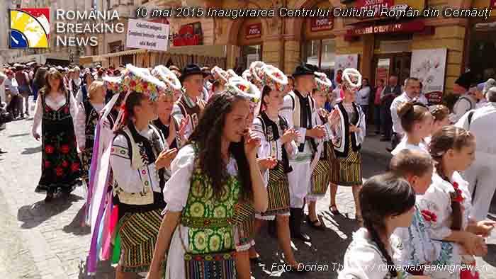 parada_port_popular_romanesc_Cernauti_mai_2015