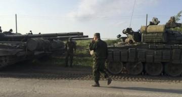 O nouă ofensivă la orizont! Rusia a masat trupe și armament greu la granița cu Ucraina.