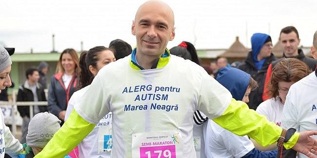 Românii acei oameni minunați! Adrian Gemănaru. Psiholog român, nominalizat la premiile World Autism Festival, aleargă în maraton pentru copiii cu AUTISM