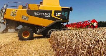 Români care uimesc! Un combinat agroindustrial de succes. Nu îi interesează de secetă, fac profit, iar tractoriștii căștigă 2200 Euro