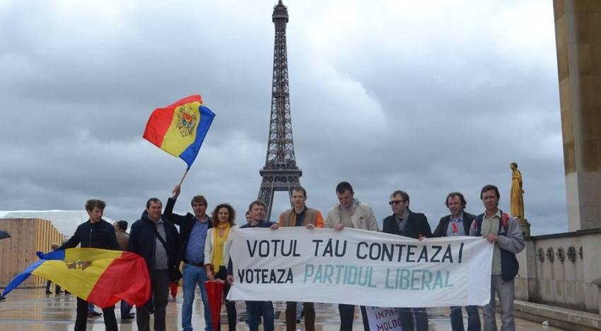 Apel! ROMÂNII din Franța! Flashmob la Paris în sprijinul lui Dorin Chirtoacă