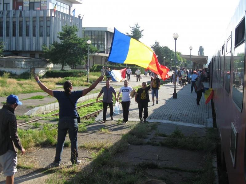 Basarabenii_vin_sa_ceara_Unirea_Trenul_Uniriii_la_Tecuci