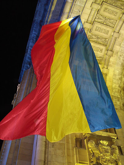 Flag hoisted on the Triumphal Arch, Bucharest