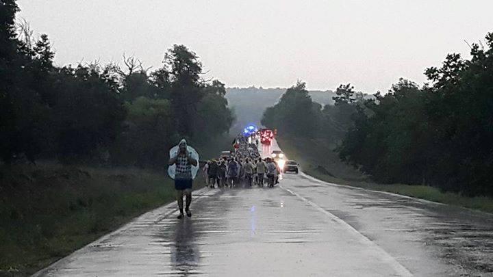 Prin ploaie la Ungheni, marșul continuă