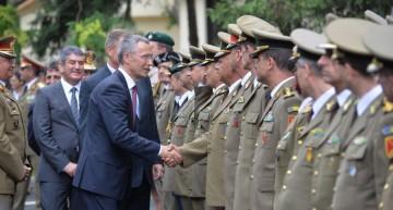 """Jens Stoltenberg, a felicitat România pentru """"eforturile majore de a crește bugetul pentru apărare la 2% din PIB în 2017"""""""
