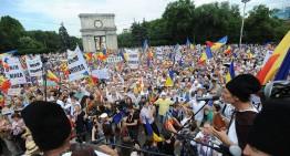 (Jos hotarul de la Prut!) Mii de români basarabeni s-au adunat sub steaguri tricolore la Chișinău în PMAN și au cerut UNIREA cu Patria Mamă – ROMÂNIA!