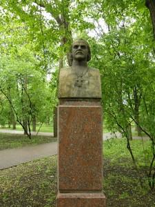 Bustul lui Alexei Mateevici de pe Aleea Clasicilor, Chișinău