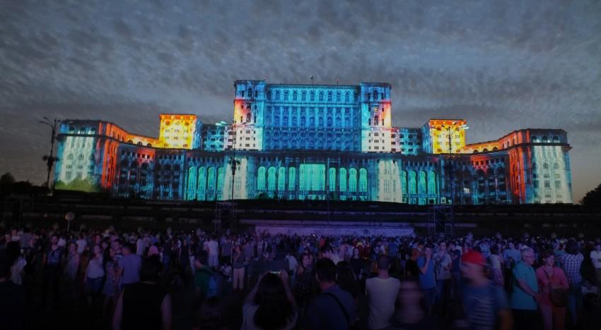 București – Spectacol multimedia unic în Europa – Proiecție gigant – Explozie de culoare, lumină, laser…