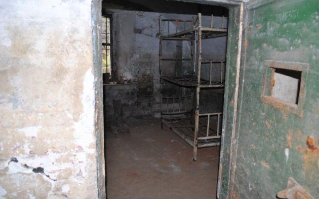 """FOTO-VIDEO: Petrache Goiciu, monstrul care a zidit de viu un deținut politic, a inventat """"carcera morții"""" cu latura de doar 40 de centimetri"""