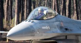 """""""Acei oameni minunați și mașinile lor zburătoare…"""" Ei sunt piloții noștri – ROAF F16"""