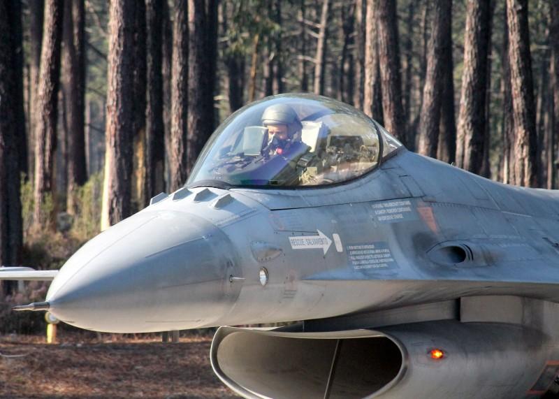ROAF_F16_piloti_romani la antrenament la o baza din Portugalia