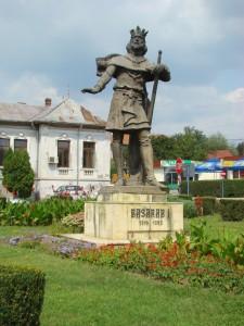 Basarab I - monument la Curtea de Argeș