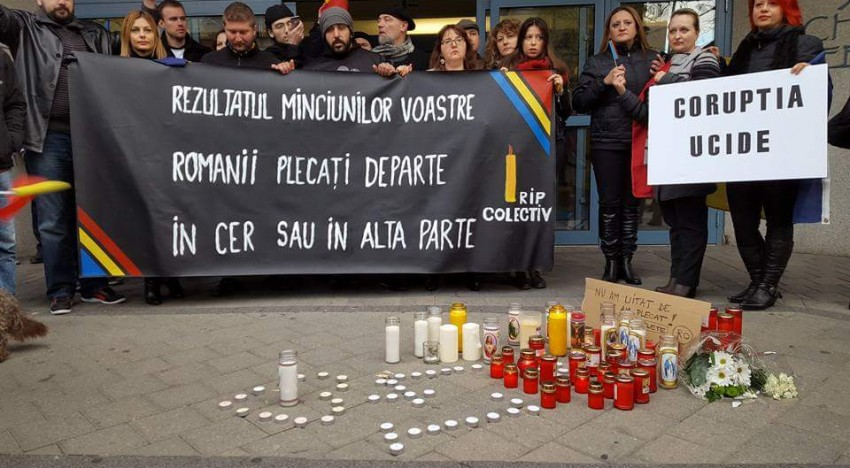 """FOTO-Toronto solidar Colectiv! """"Rezultatul minciunilor voastre: românii plecați departe în cer sau în altă parte!"""""""