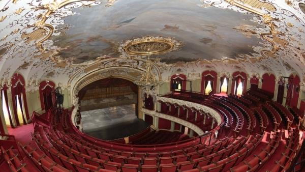 Teatrul_National_din_Iasi_BBC_romaniabreakingnews_ro (3)