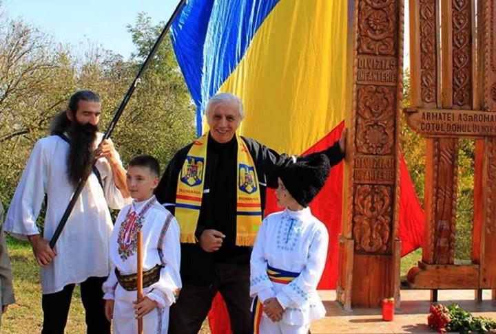 Vlad_Rogati la Sfintirea Troiței pentru memoria eroilor romani de la Cotul Donului. Manastirea Comana (foto arhiva personala Vlad Rogati)