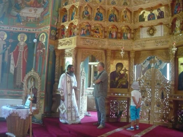 Autorul - Nicolae Redi Petrescu - Redactor RBN Pres, Cu părintele Teodor la Mănăstirea Cotomba -biserica nouă.