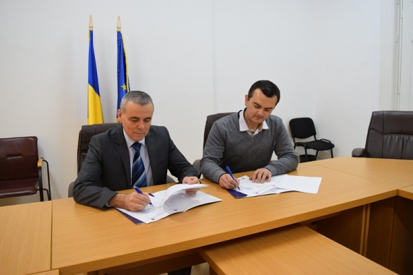 """Institutul """"Eudoxiu Hurmuzachi"""" a semnat un acord cu Asociația """"Basarabia"""" a românilor din regiunea Odesa"""