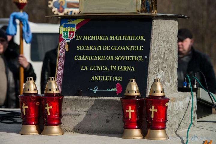 Luca Prutului - Monumentul de la locul masacrului. Fotografie din ziua comemorării. Sursa: Mănăstirea Putna