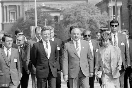 Mátyás Szürös_Mihail Gorbaciov_1989