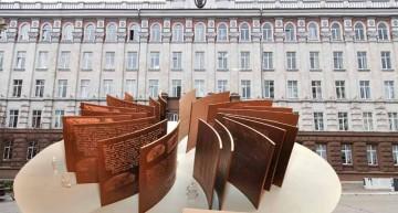 Scandalos! Monumentul Limbii Române destinat centrului Chișinăului se va instala într-o gradină