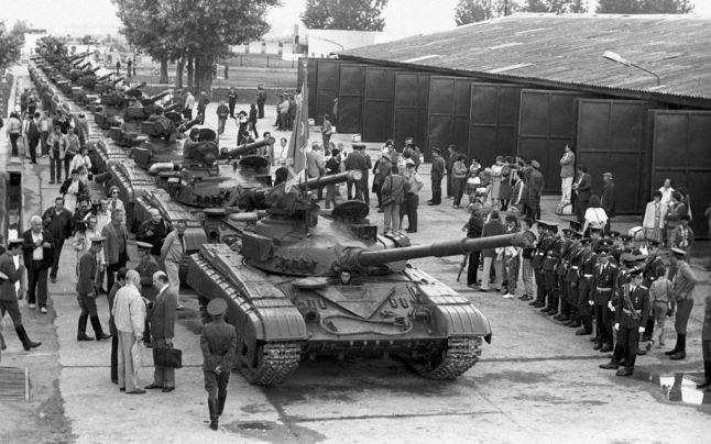 Trupe sovietice gata de retragerea din Ungaria (1989)