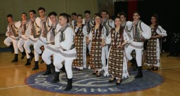 Anotimpul renașterii și al purificării prin muzică și dansuri populare la românii din Voivodina (Serbia). Își păstrează cu sfințenie identitatea și tradițiile.